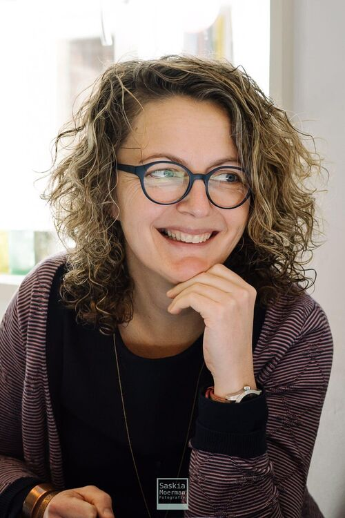 Linda van Os (co-teacher)